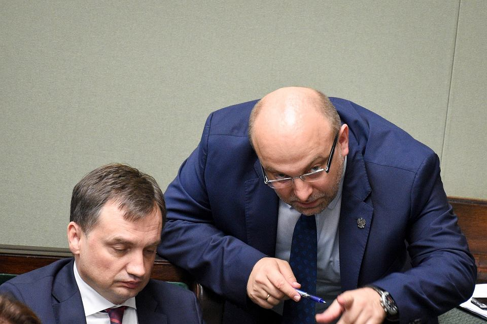 Minister sprawiedliwości Zbigniew Ziobro i wiceszef resortu Łukasz Piebiak podczas posiedzenia Sejmu, 20 lipca 2018 r.
