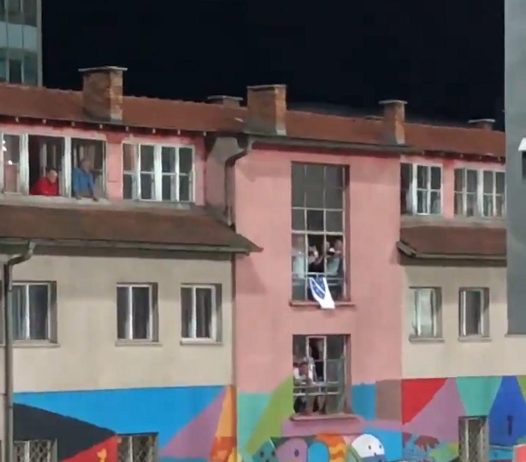 Kibice w Zenicy znaleźli sposób, żeby obejrzeć spotkanie