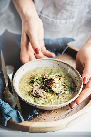 Ekspresowa zupa pieczarkowo-soczewicowa z brukselką