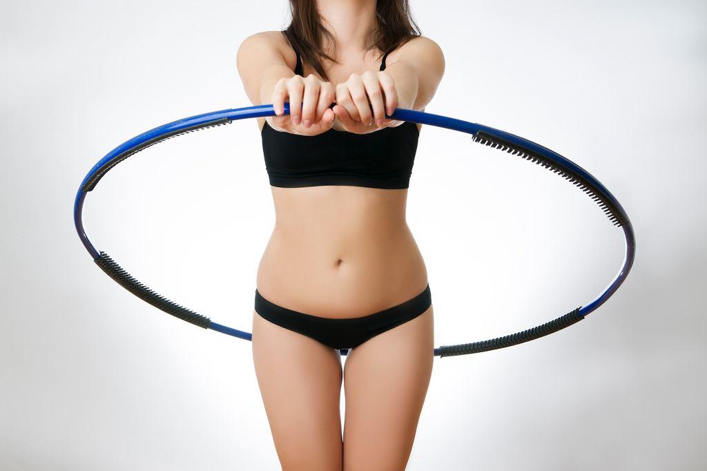 Dzięki hula hoop zyskasz smukłą i zgrabną talię.