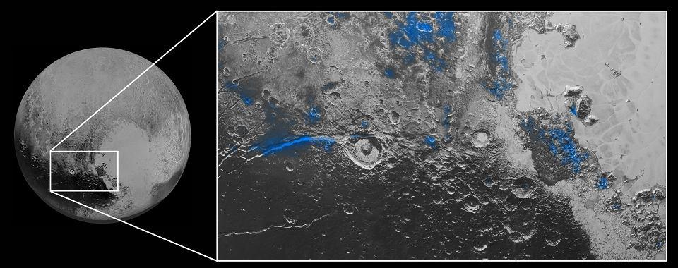 Zdjęcie numer 2 w galerii - Pluton nie przestaje zaskakiwać. Widać nad nim błękitne niebo