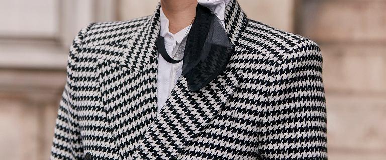 Płaszcze w ten wzór to kwintesencja elegancji z nutką retro. Wybrałyśmy modele idealne dla kobiet po 50-tce