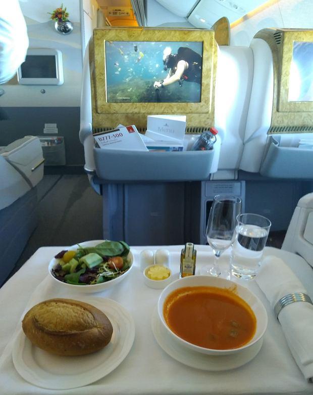 Obiad w klasie biznes w Emirates