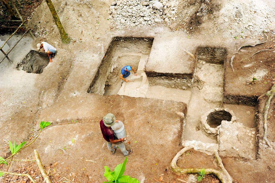 Archeolodzy badają łaźnię Majów w Nakum.