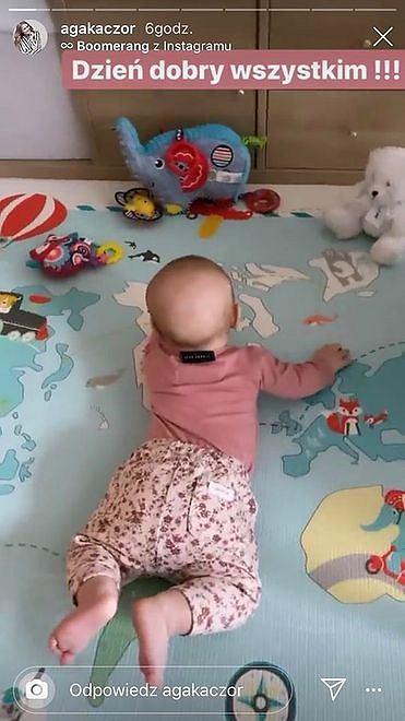 Agnieszka pokazuje zdjęcie pokoju córeczki