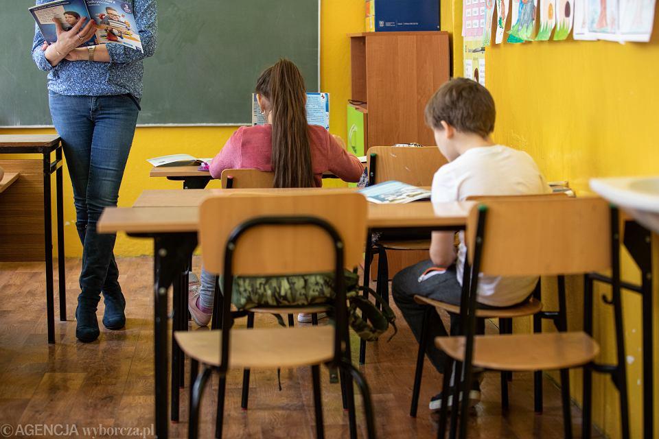 Dzieci w szkole podstawowej. Bezwola, 9 lutego 2021