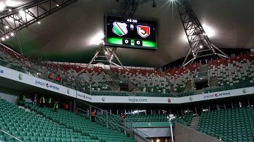 Pusty stadion po bójce kiboli w szalikach Legii i Jagiellonii