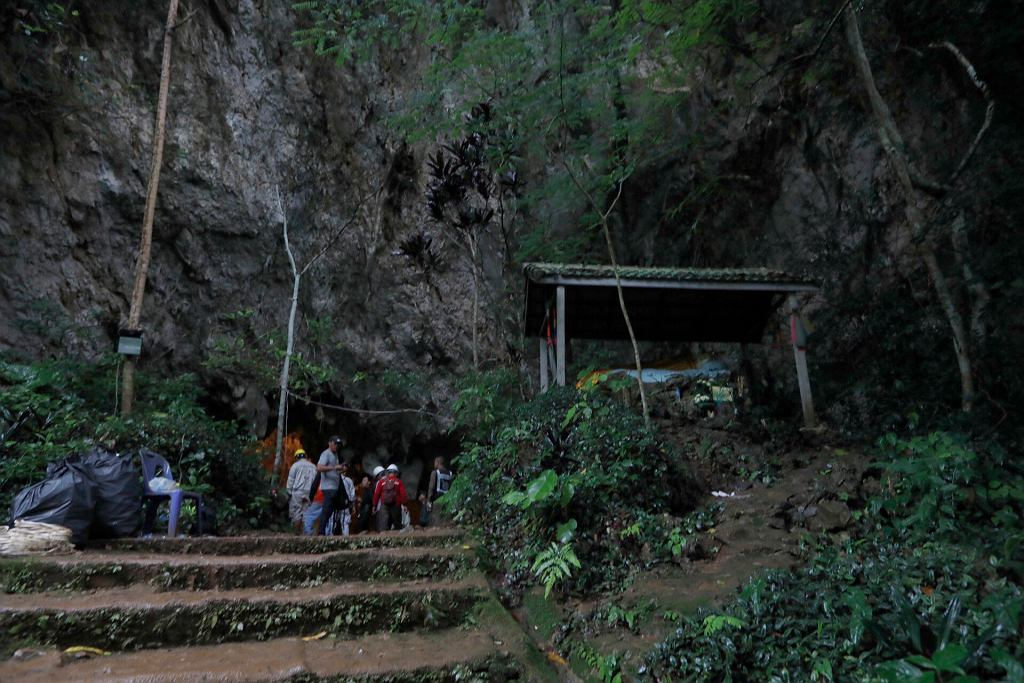 Jaskinia, w której uwięzione są dzieci