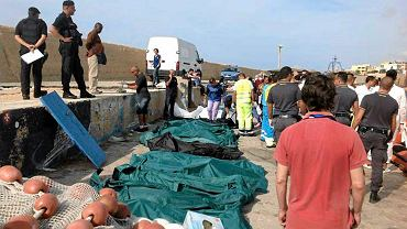 Worki z ciałami ofiar katastrofy na Lampedusie