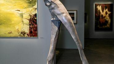 Adam myjak. 'Ludzki pejzaż', 1987, niesygnowany brąz, odlew, spawanie, polerowanie, wysokość 178 cm.