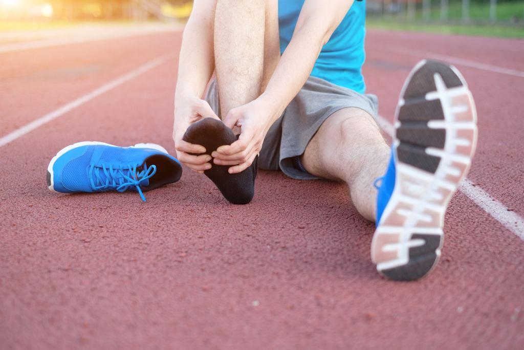 Zapalenia rozcięgna podeszwowego u biegaczy, przyczyny, objawy i leczenie