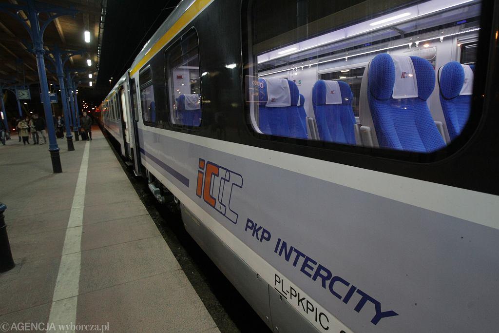 PKP planuje wprowadzić wspólny bilet na pociąg, samolot oraz autobus - zdjęcie ilustracyjne