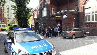 Matura 2019. Opóźniony egzamin w Centrum Kształcenia Ustawicznego we Wrocławiu z powodu alarmu bombowego