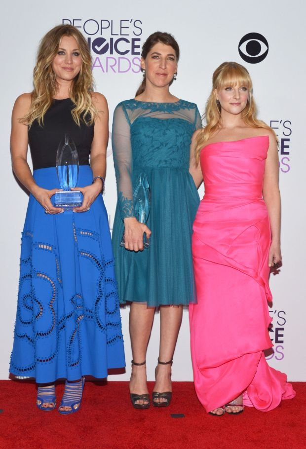 From left, Kaley Cuoco, Mayim Bialik and Melissa Rauch pose in the press room with the award for favorite network TV comedy at the 40th annual People's Choice Awards at Nokia Theatre L.A. Live on Wednesday, Jan. 8, 2014, in Los Angeles. (Photo by John Shearer/Invision/AP)