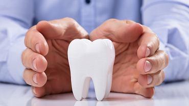 Sennik ząb interpretuje na wiele sposobów. Zdjęcie ilustracyjne