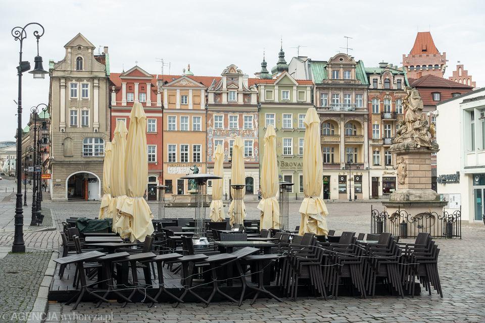 Pandemia koronawirusa. Zamknięte knajpy na poznańskim Rynku, 2 marca 2020