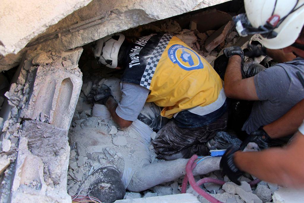 Formacja Białe Hełmy na miejscu tragedii. Sarmada, Syria