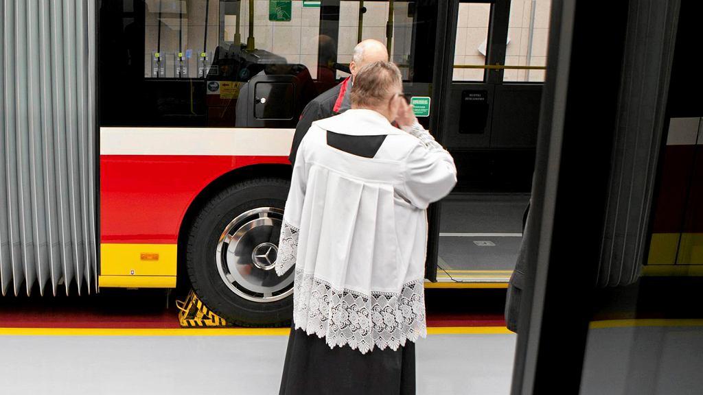 Ksiądz chce wprowadzenia specjalnej linii autobusowej, która będzie dowodzić parafian na msze