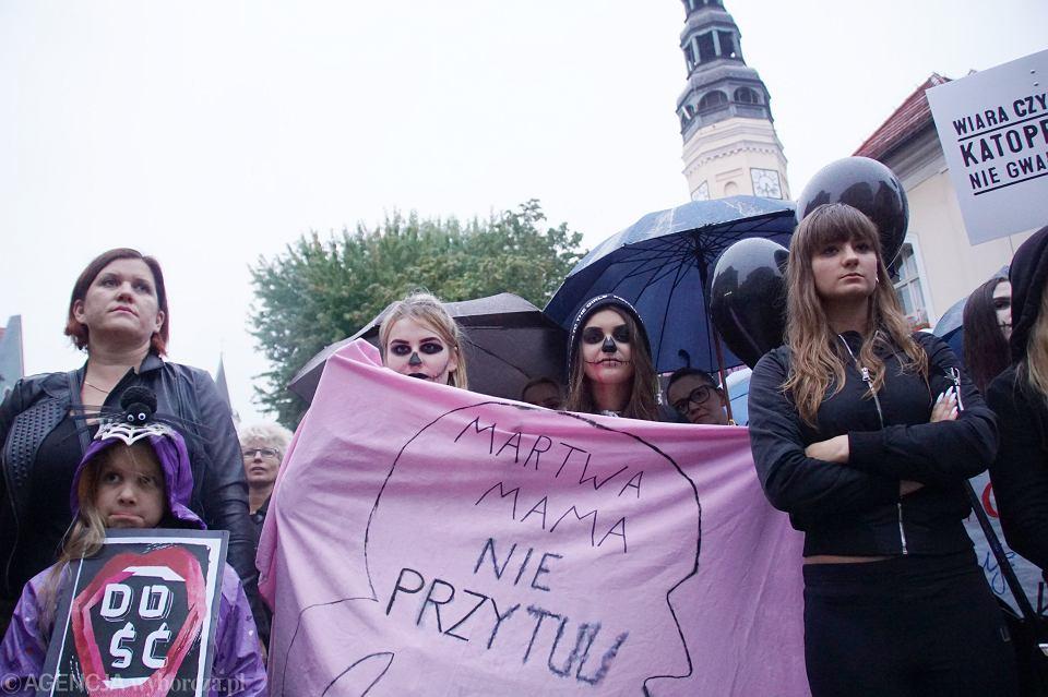 Zdjęcie numer 67 w galerii - Czarny protest w Zielonej Górze: