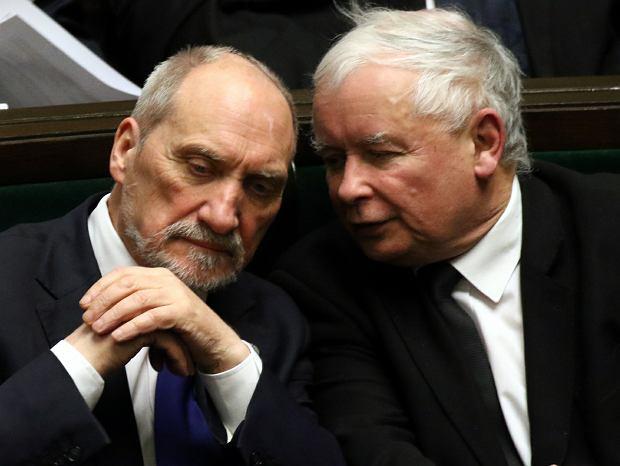 Jarosław Kaczyński i Antoni Macierewicz w Sejmie