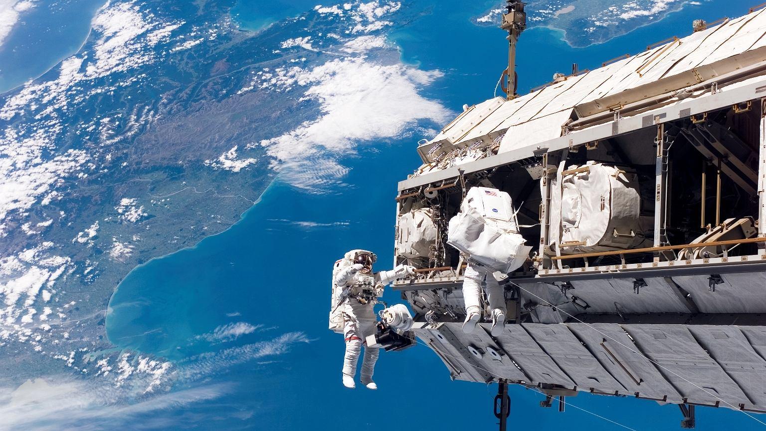 Pierwsze moduły ISS zostały wyniesione na orbitę w 1998 roku