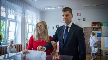 Dariusz Piontkowski oddający głos podczas wyborów prezydenckich 2020