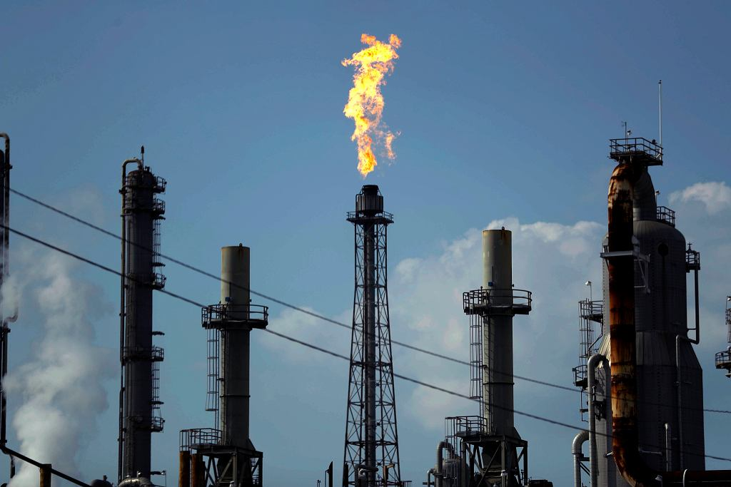 Sądny dzień dla Big Oil. Koncerny naftowe przegrały ws. klimatu