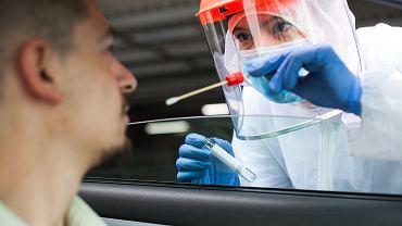 Test PCR na obecność koronawirusa.