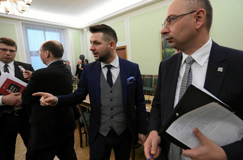 Wiceminister sprawiedliwości Patryk Jaki i wiceprezes IPN Mateusz Szpytma podczas posiedzenia wspólnego Senackich Komisji Praw Człowieka i Praworządności i Komisji Kultury i Środków Przekazu w sprawie przegłosowanej ustawy o IPN
