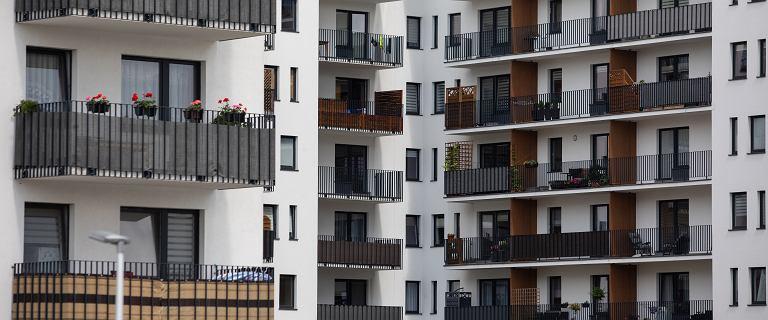 Ludzie sprzedają mieszkania. Wzrost o 1/3 w porównaniu z ubiegłym rokiem