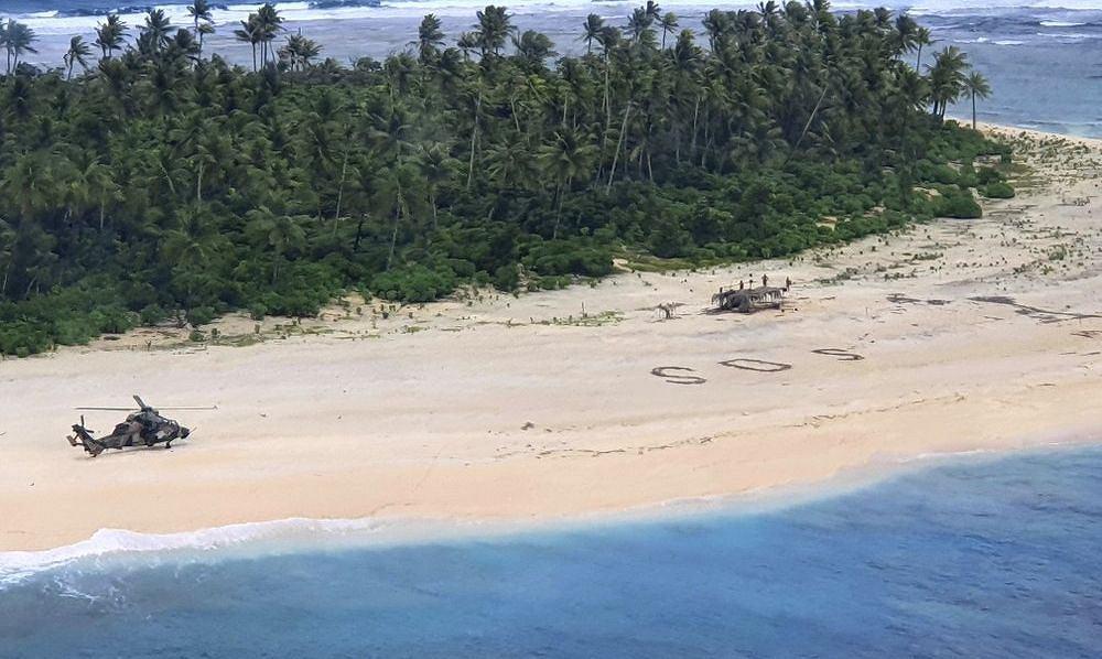 Napis SOS na plaży