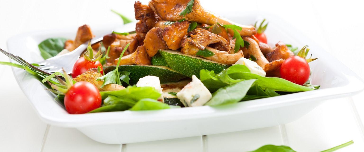 Liście szpinaku z kurkami i kurczakiem