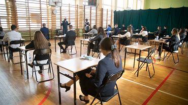 Uczniowie podczas egzaminu maturalnego w IV Liceum Ogólnokształcącym w Białymstoku.