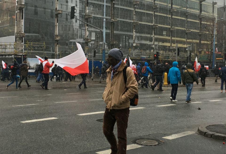 Zdjęcie numer 4 w galerii - Wyp... stąd, Czarnuchu! Ucharakteryzowany Jacek Hugo-Bader poszedł na Marsz Niepodległości