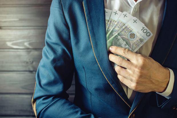 Praca na czarno i ukrywanie majątku przed komornikiem - według jednej trzeciej Polaków to nic złego