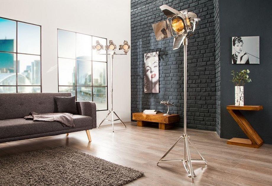 Lampa stojąca w stylu industrialnym