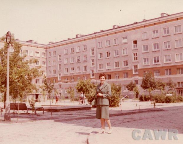 Podwórko przy ul. Nowolipki 24 (1960 r). Wł. Wanda Łabuzińska
