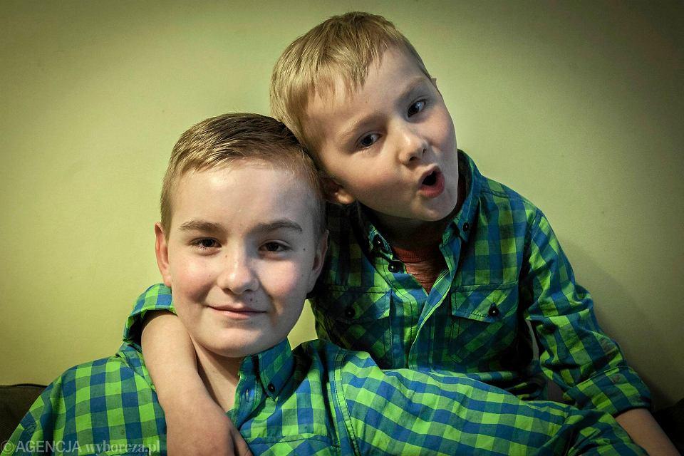 Bracia Kacper i Wiktor Momotowie są wśród ośmiorga dzieci w Polsce, u których wykryto zespół TRAPS - bardzo rzadką i trudną do zdiagnozowania chorobę