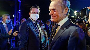 Rafał Trzaskowski i Donald Tusk na Radzie Krajowej, podczas której były premier ogłosił swój powrót do polskiej polityki