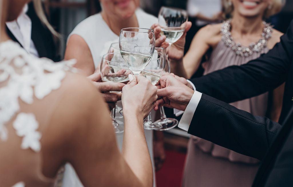 Goście dostali rachunek od nowożeńców na 120 dolarów. 'Czuliśmy się zranieni'