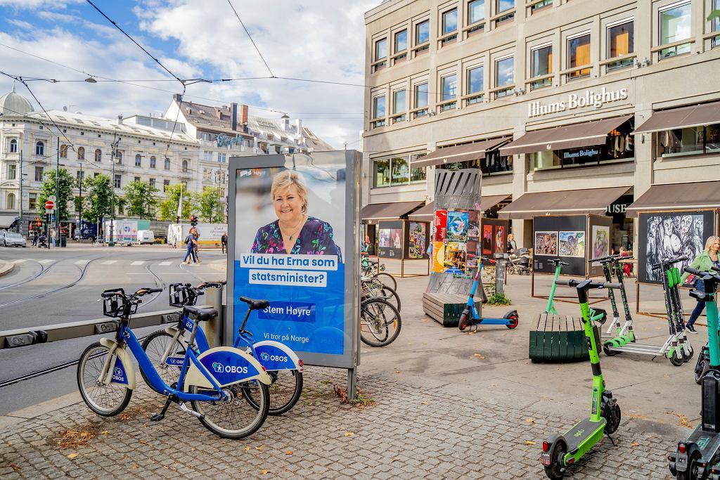 Plakat wyborczy urzędującej premier Erny Solberg. Jeśli w wyborach potwierdzą się tendencje z sondaży, szefowa Partii Konserwatywnej po ośmiu latach zwolni fotel premiera