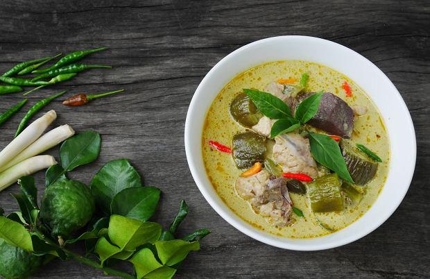 W kuchni tajskiej wykorzystuje się nie tylko sok, ale również skórkę i liście kaffiru