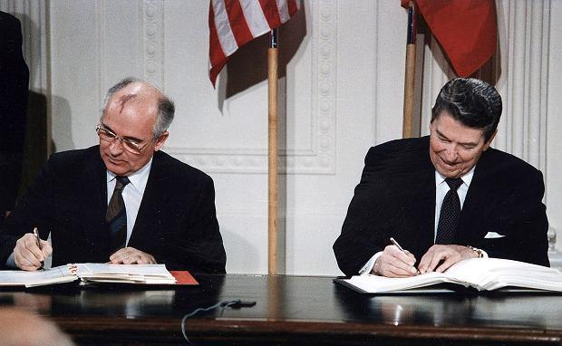 Podpisanie traktatu INF