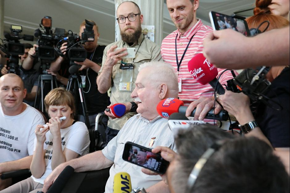 Lech Wałęsa u protestujących