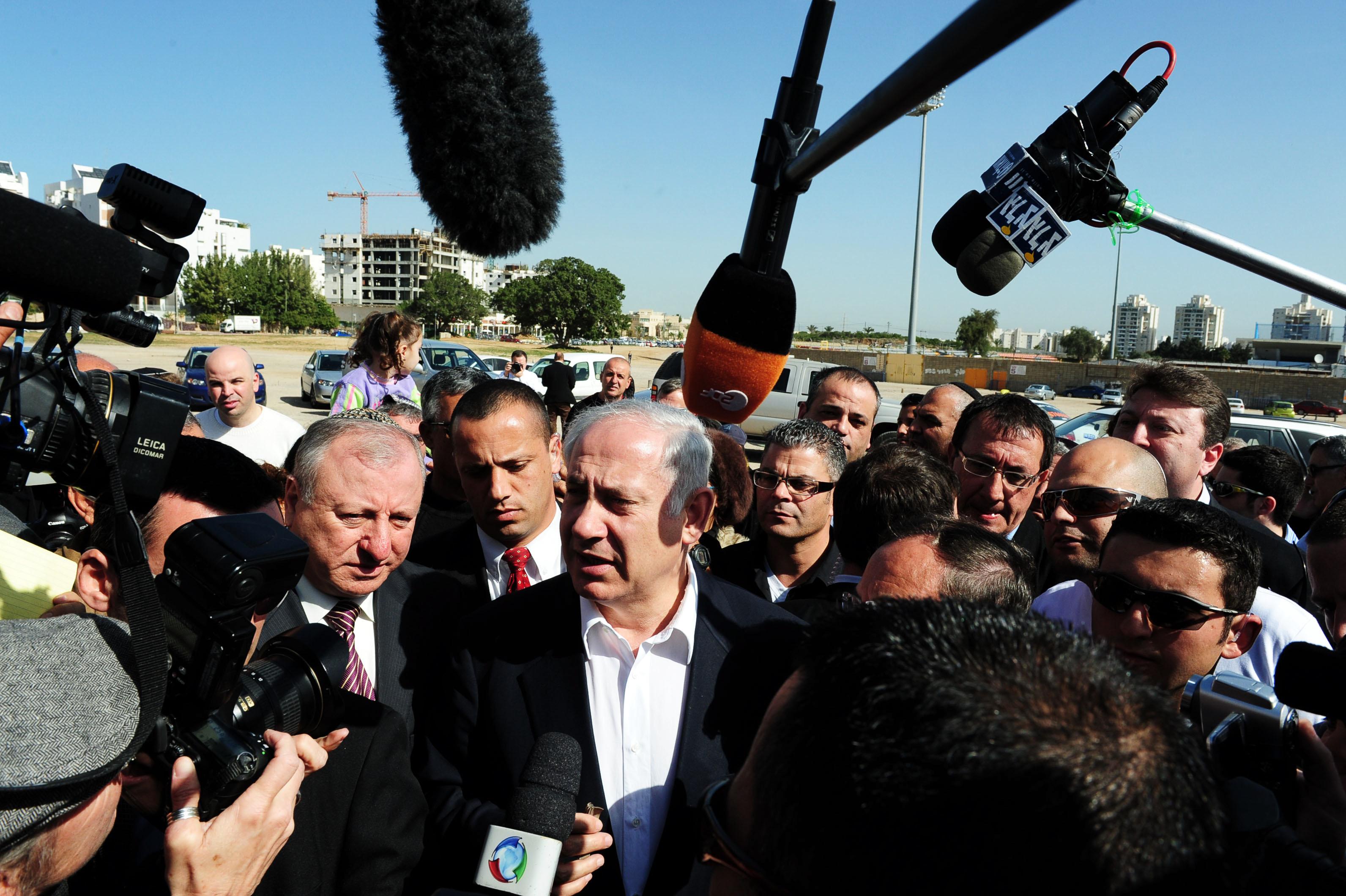Beniamin Netanjahu po inwazji lądowej wojsk izraelskich na Strefę Gazy, 3 stycznia 2009 r. (fot. Shutterstock)