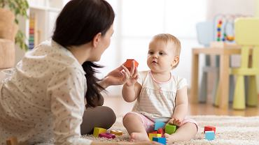 Zabawy dla rocznego dziecka powinny być ciekawe i rozwijające.