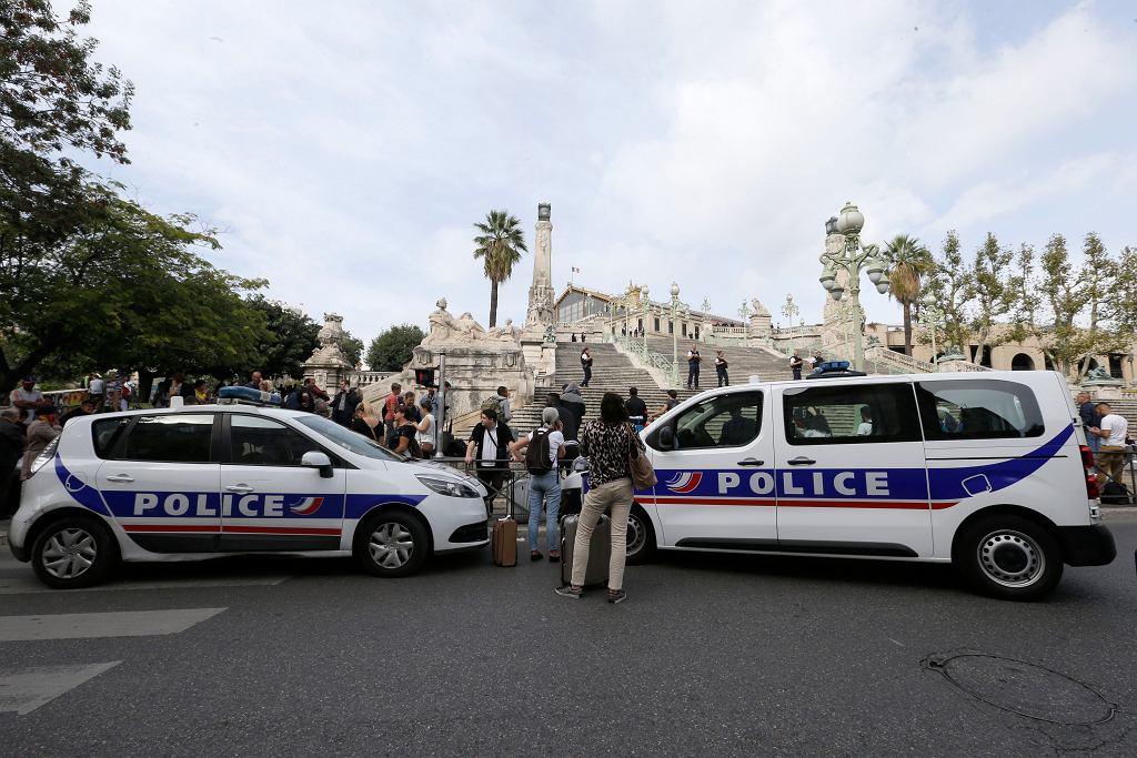 Policja otoczyła dworzec po ataku nożownika w Marsylii
