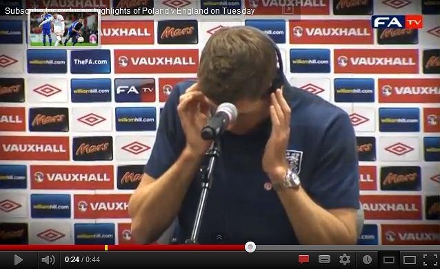 Steven Gerrard podczas konferencji prasowej z polskimi dziennikarzami.