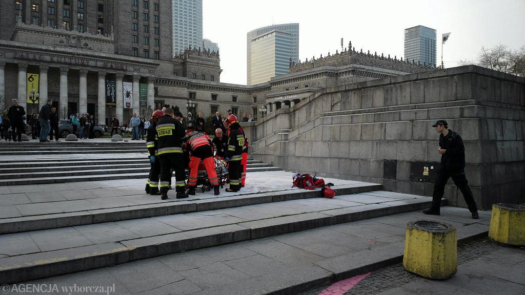 Mężczyzna podpalił się na placu Defilad pod Pałacem Kultury i Nauki. 'Zostawił list'
