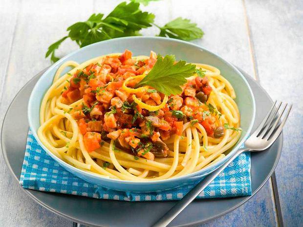 Spaghetti Z Sardynkami I Suszonymi Pomidorami